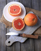 Ripe grapefruits and knife — Foto Stock