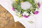 Wildflower wreath on napkin — Stock Photo