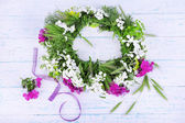 Wildflower wreath background — Stock Photo