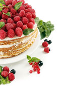 Tasty cake with fresh berries, close up — ストック写真