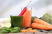Fresh vegetable juice with spring onion, cauliflower carrot and chilly pepper on wooden table — Stock Photo