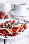 Delicious pancakes with berries on table close-up — Fotografia Stock