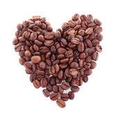 Les grains de café isolés sur blanc en forme de coeur — Photo