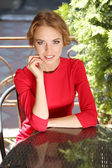 Beautiful young woman sitting in cafe — Zdjęcie stockowe