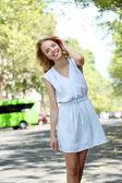 Beautiful young woman posing on city street — Zdjęcie stockowe