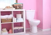 Estantes en el interior del cuarto de baño — Foto de Stock