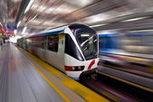 Lrt rápido tren en movimiento, kuala lumpur — Foto de Stock