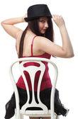Danseuse femme danse en chaise corset rouge blanc isolé — Photo