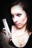 Cabello largo de mujer joven sexy - arma amd perla — Foto de Stock
