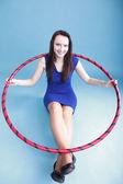 Dans hoop mavi güzel kadın — Stok fotoğraf