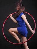 Aro de dança mulher bonita em azul — Foto Stock