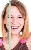 Krásná mladá žena kavkazský měření její tělo s pásky iso — Stock fotografie