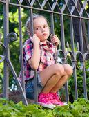 Retrato de muchacha triste en el verano — Foto de Stock