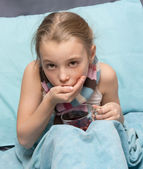 Sick child take medicine.  — Stockfoto