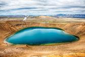 Viti jest krater jeziora turkusowego koloru znajduje się na północno wschodniej islandii, w krafla geotermalnych okolicy jeziora myvatn hdr — Zdjęcie stockowe