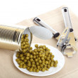 Tin opener opening a can of food canned, tinned peas — Foto Stock