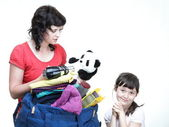 Woman and daughter hand crammed full of clothes and shoulder bag — Foto de Stock