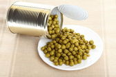 Tin opening a can of food canned, tinned peas — Stock Photo