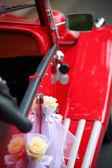 Detalle de la puerta del coche rojo vintage — Foto de Stock