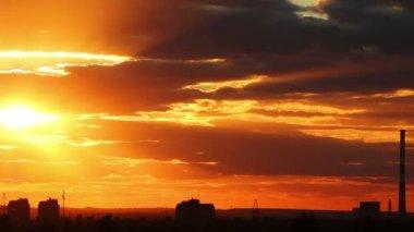 закат в городе — Стоковое видео