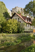 Family house on the bank of a creek — Stockfoto