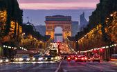 巴黎香榭丽舍在晚上 — 图库照片