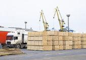 Dřevo vklad v přístavu — Stock fotografie