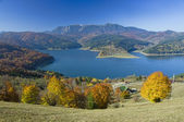 Mountain and lake in autumn — Stock Photo
