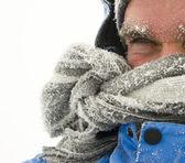 Uomo nella tempesta invernale — Foto Stock