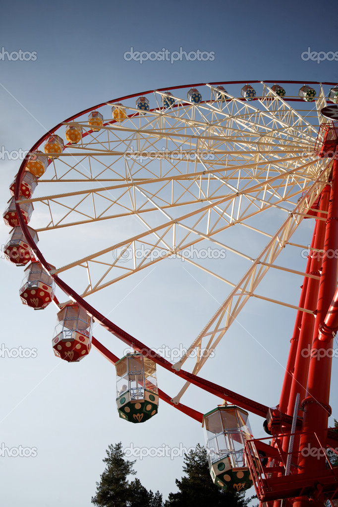 Wheel in the park circle — Stock Photo #12654022
