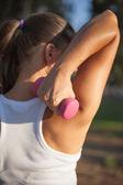 Dívka dělá cvičení — Stock fotografie