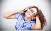 Feliz chica guapa en la oficina — Foto de Stock