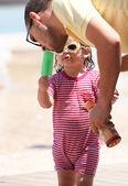 Daughter feeding daddy ice cream — Stock Photo