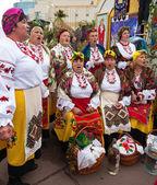 People having fun singing, entertain people — Stock Photo