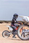 Unga rider på en motorcykel — Stockfoto