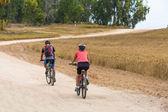 Couple cyclists traveling — Zdjęcie stockowe