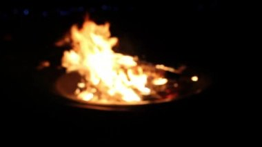 Wood Burning in Outdoor Fire Pit on a Cool Summer Night — Stock Video