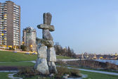 Inukshuk Steinskulptur am Sunset beach, Vancouver bc — Stockfoto