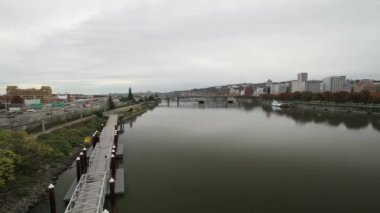 Portland Oregon City Skyline with Freeway along Willamette River Timelapse — Stock Video