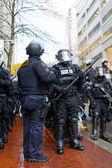 Portland politie sergeant met politie in oproer gear — Stockfoto