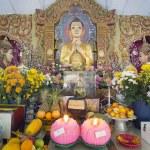 Burmese Temple Buddha Altar — Stock Photo