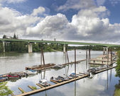 Boat Moorage Along Willamette River — Stock Photo