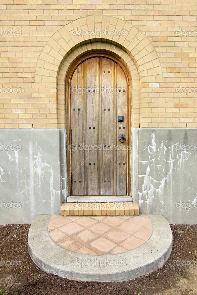 Ancienne entrée de léglise porte extérieur en bois