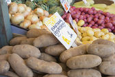 Baking Potatoes and Vegetables Stall Display — Stock Photo