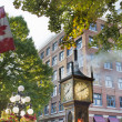 Steam Clock at Gastown with Canadian Flag — Stock Photo
