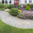 Front Yard Garden Curve Paver Path — Stock Photo