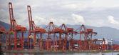Porto di vancouver bc gru e container — Foto Stock