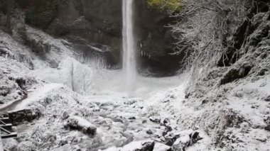Latourell Falls Frozen in Winter along Columbia River Gorge Portland Oregon Panning 1080p — Stock Video