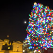 Christmas Tree with Moon at Pioneer Courthouse Square Bokeh Ligh — Stockfoto