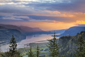 Zonsopgang boven crown point in columbia river gorge — Stockfoto